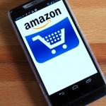 Ein Smartphone mit Inhalten von Amazon
